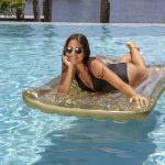 Glitter Deluxe Pool Raft 74″ – Gold